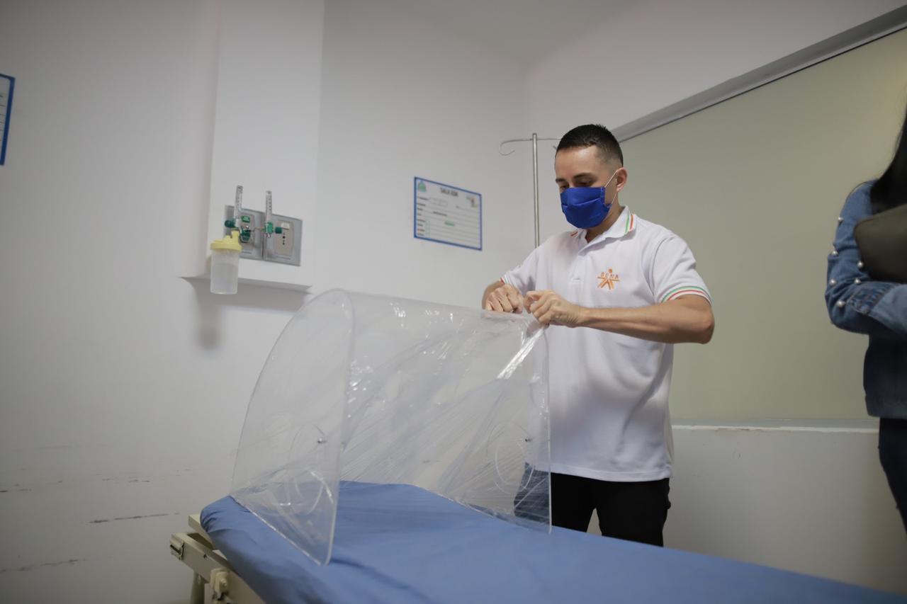 En el SENA Valle crean Aerosol Box Burbuja, para proteger a los médicos