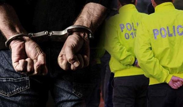 Asegurados dos policías que le habrían pedido dinero a un hombre, a cambio de no judicializarlo